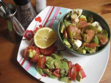 Ensalada aguacate tomate raff cebolla morada pimiento italiano champiñón limón